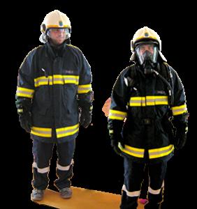 FF-Mann in Einsatzuniform mit Helm und mit Gasmaske