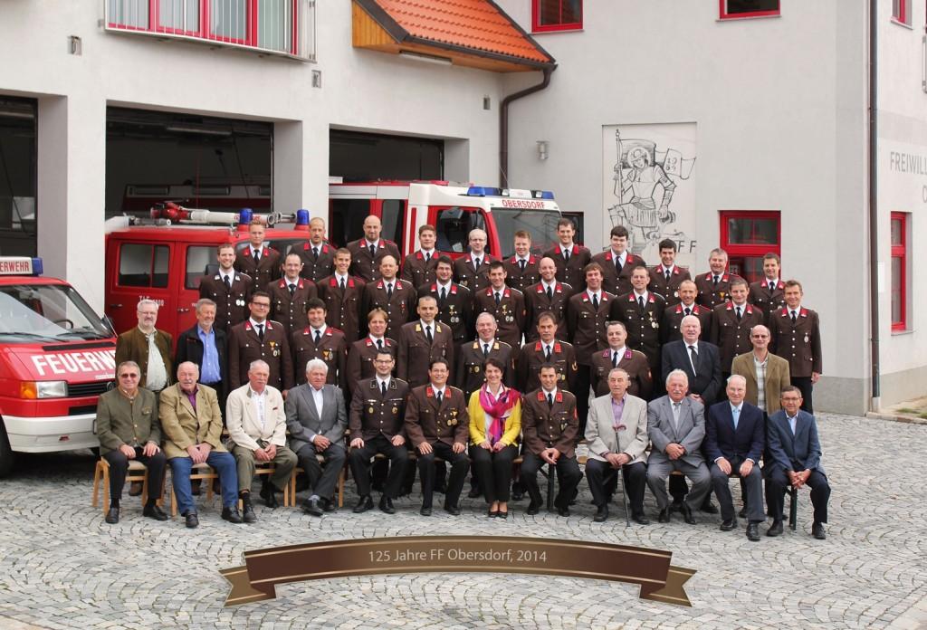 Die versammelte Mannschaft zum 125-jährigen Jubiläum der Freiwilligen Feuerwehr Obersdorf