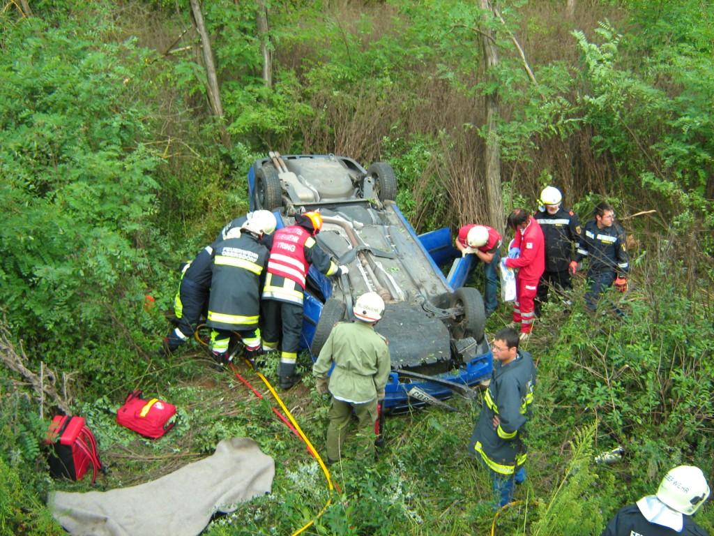 Personenrettung bei einem Unfall mit dem PKW